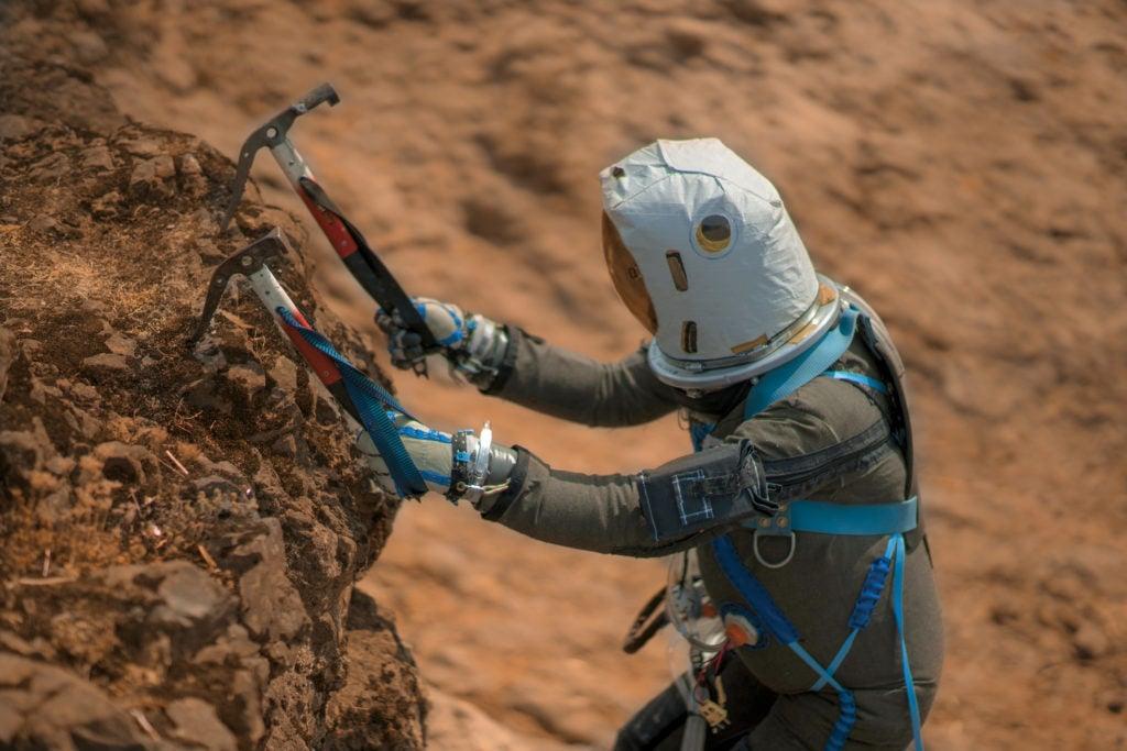 Rock Climbing on Mars: A Simulation